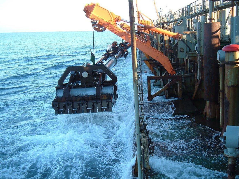 Image: Suction dredger operating in Spanish waters. (© Ministerio de Medio Ambiente y Medio Rural y Marino)